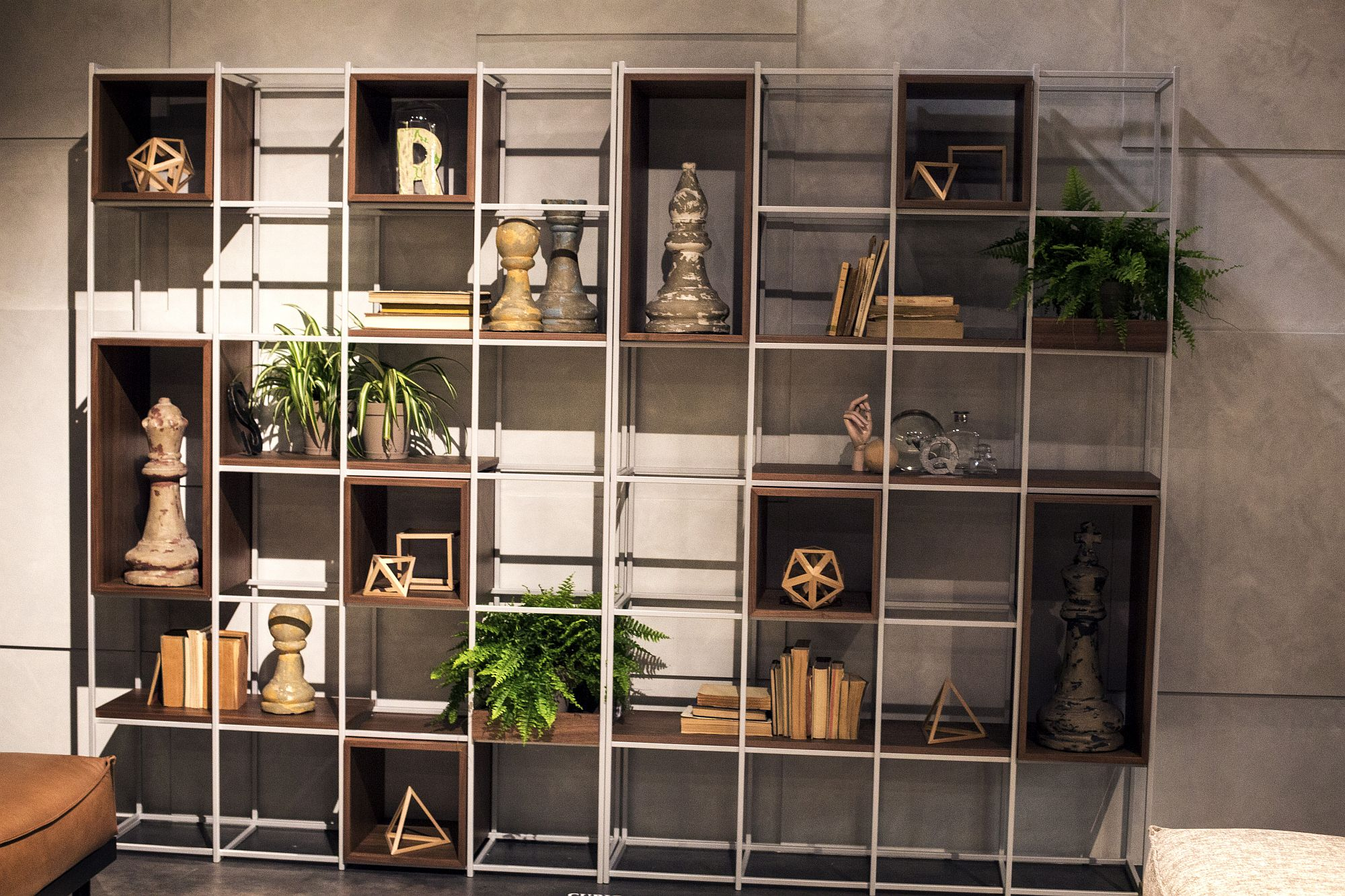Metallic frame coupled with wooden boxes to create an inimitable shelf