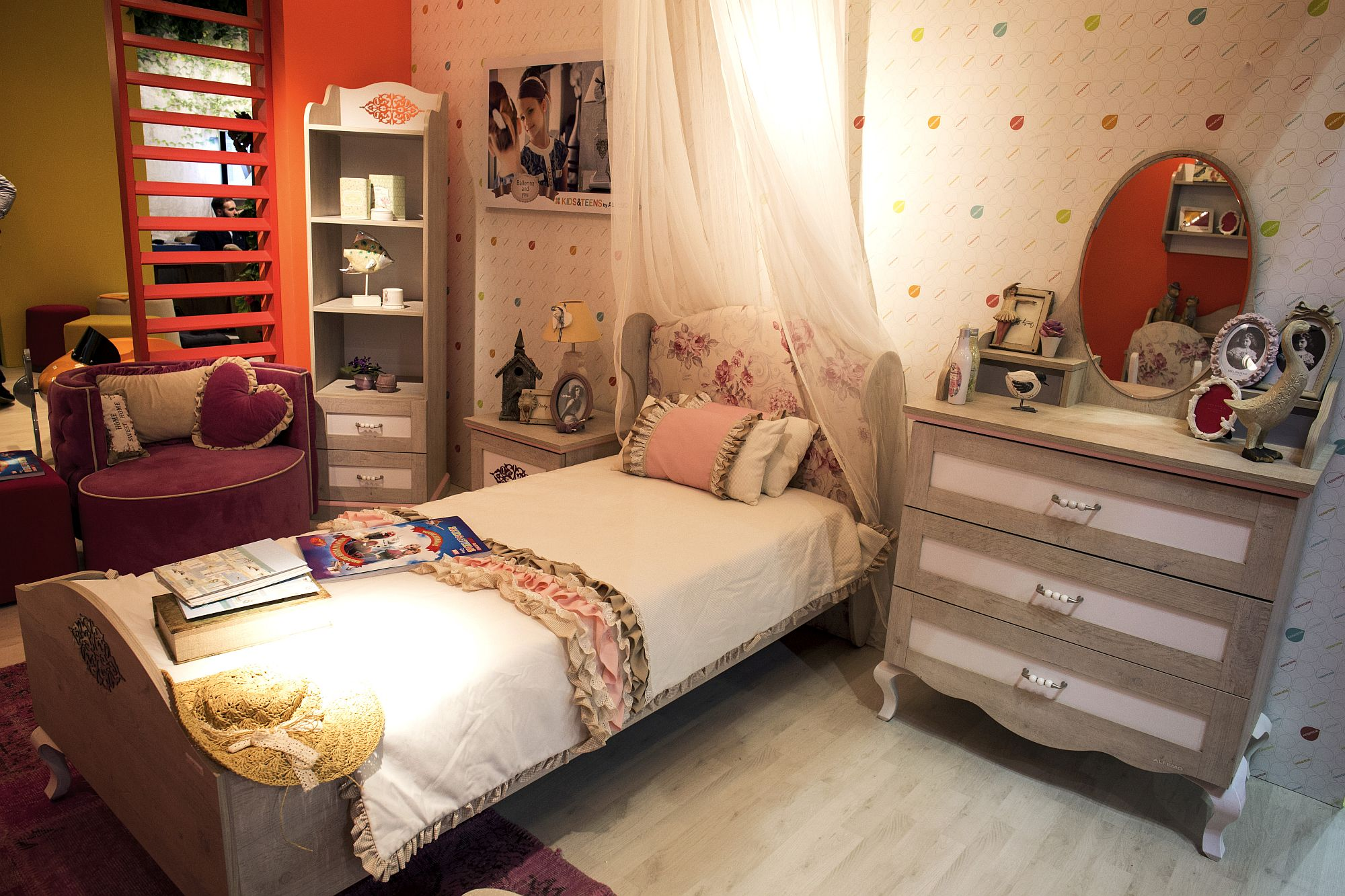 Pink and purple bring brightness to the girls' bedroom in white