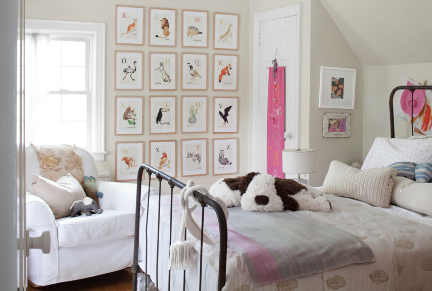 White and bright vintage kids bedroom