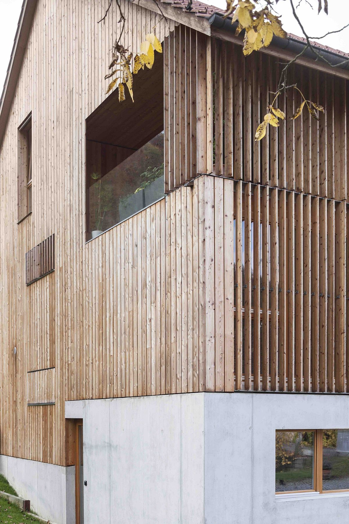 Wooden slats coupled with modern finishes revitalize old barn