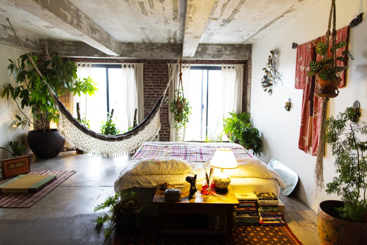 Simplistic hammock in a boho room