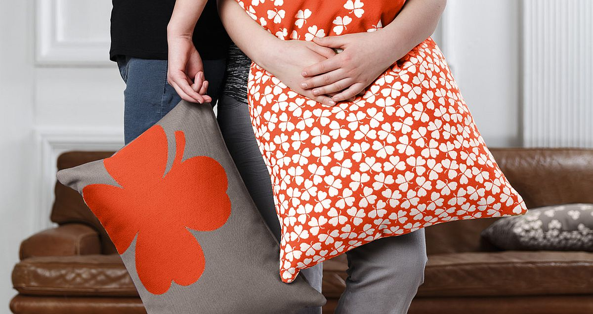 Jacquard fabric of the cushion combines comfort and durability