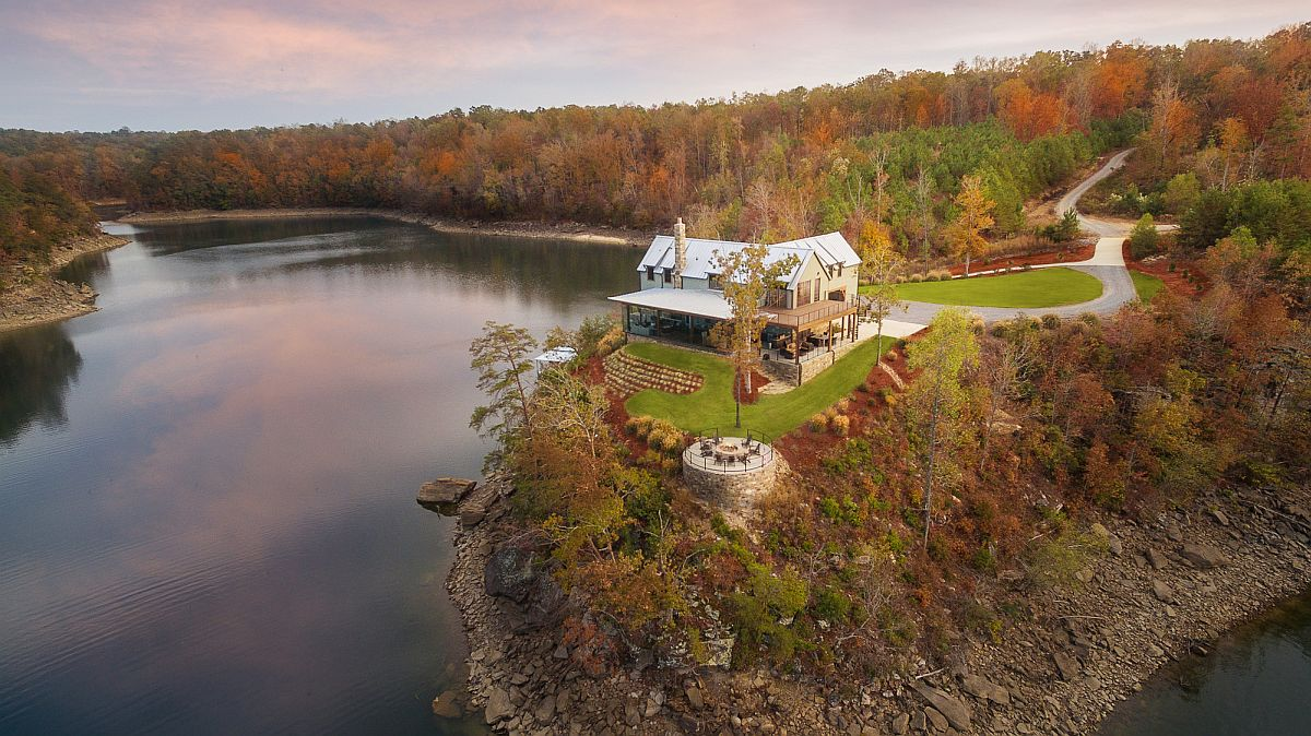 Mesmerizing vacation home on a mountain next to the lake is simply spellbinding