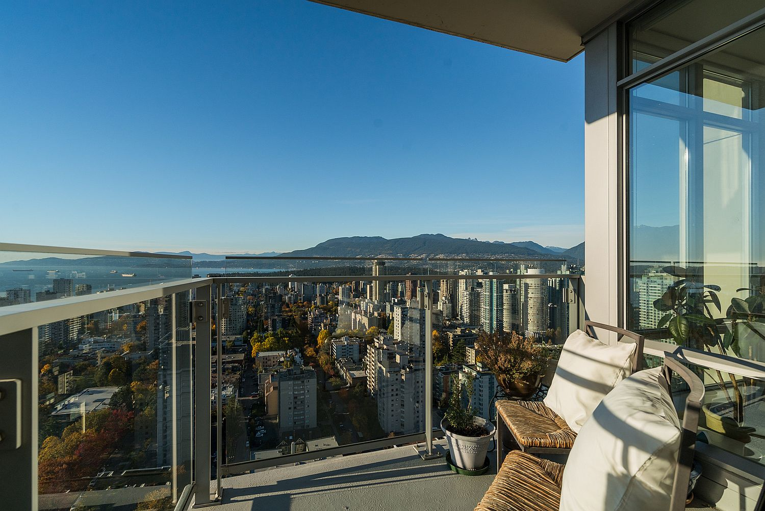Small balcony of the 36th floor luxury condo with mesmerizing view of the Bay Area