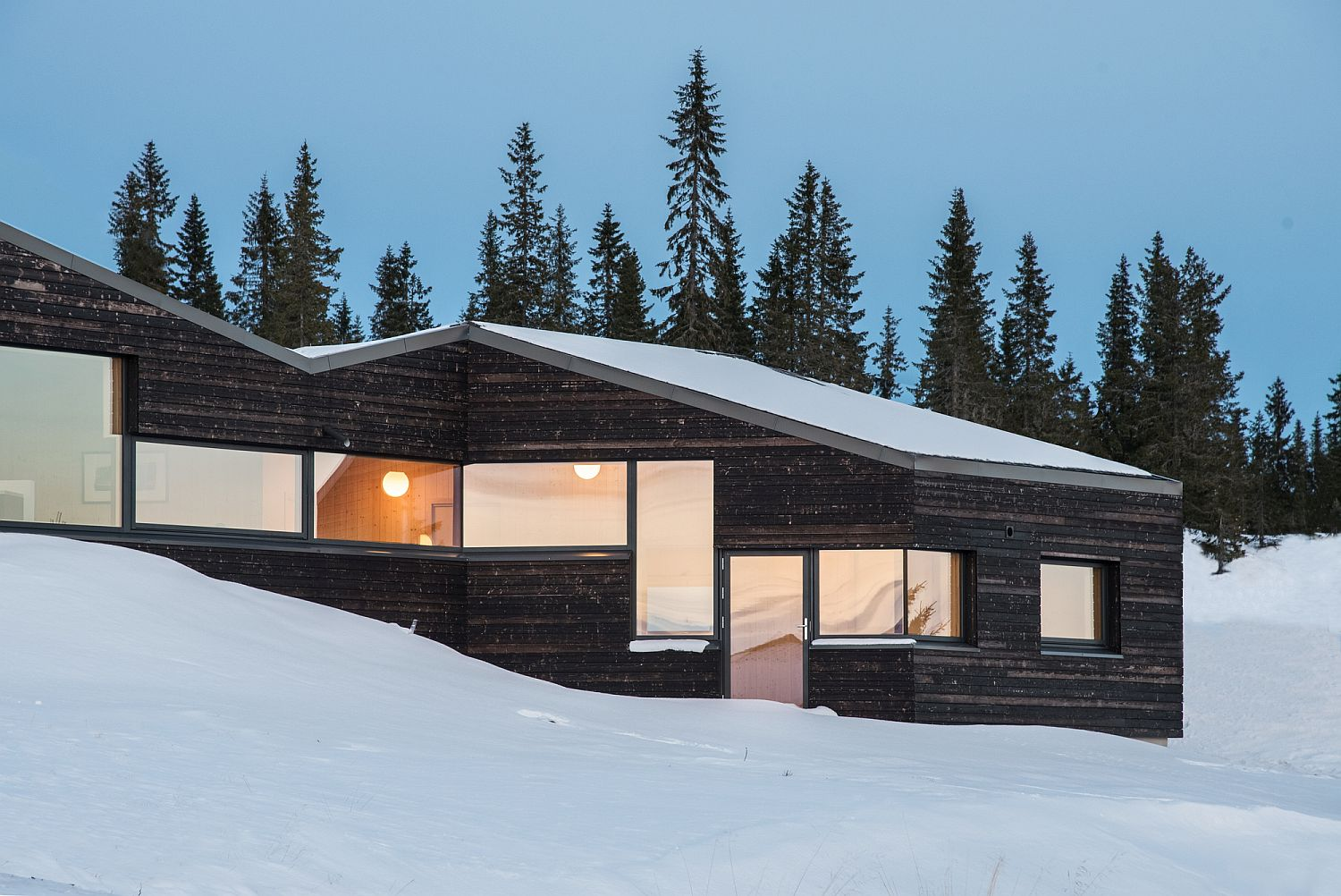 Gorgeous Norwegian cabin with carbonized wooden boards