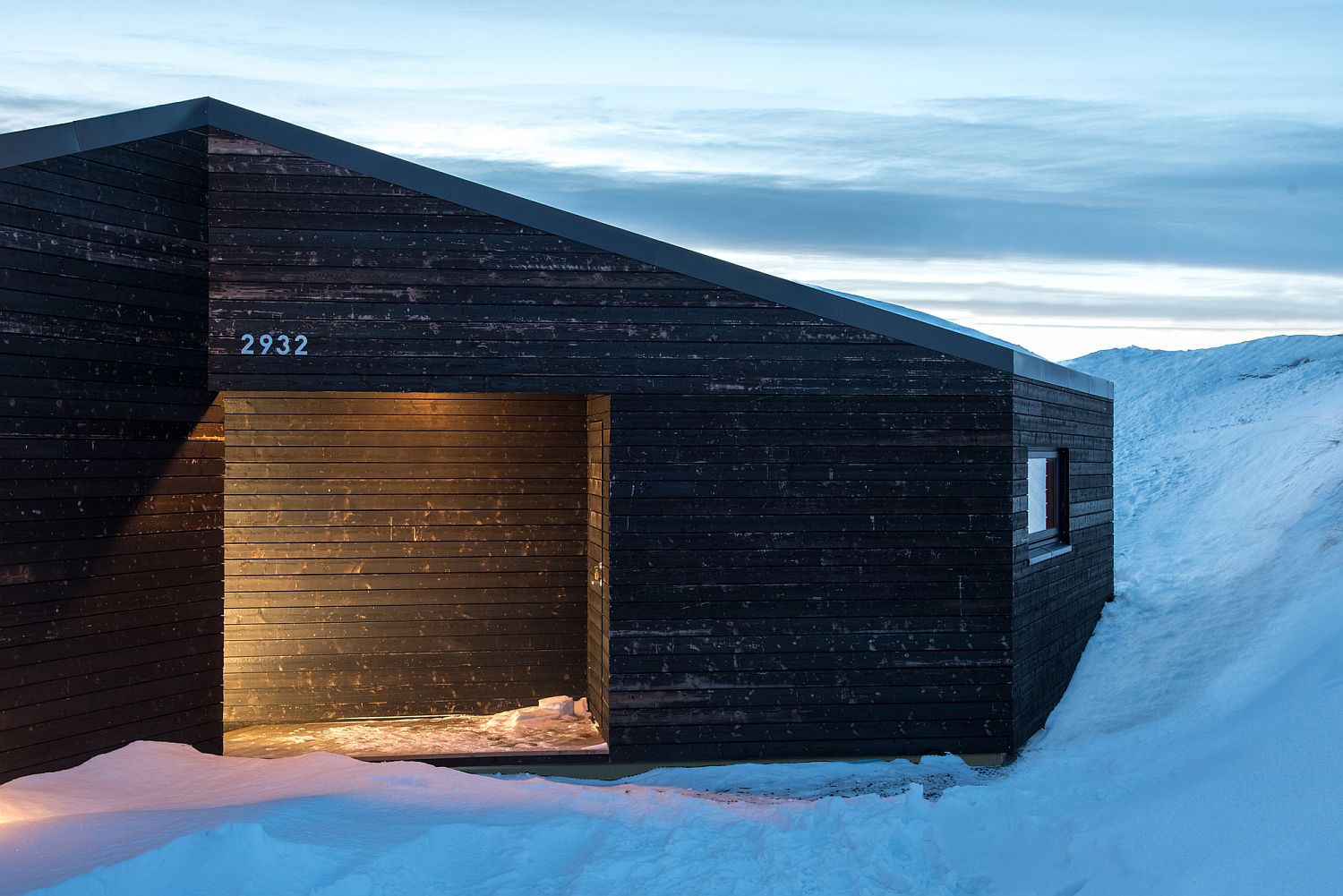 Lovely Norwegian cabin with dark exterior stands out visually
