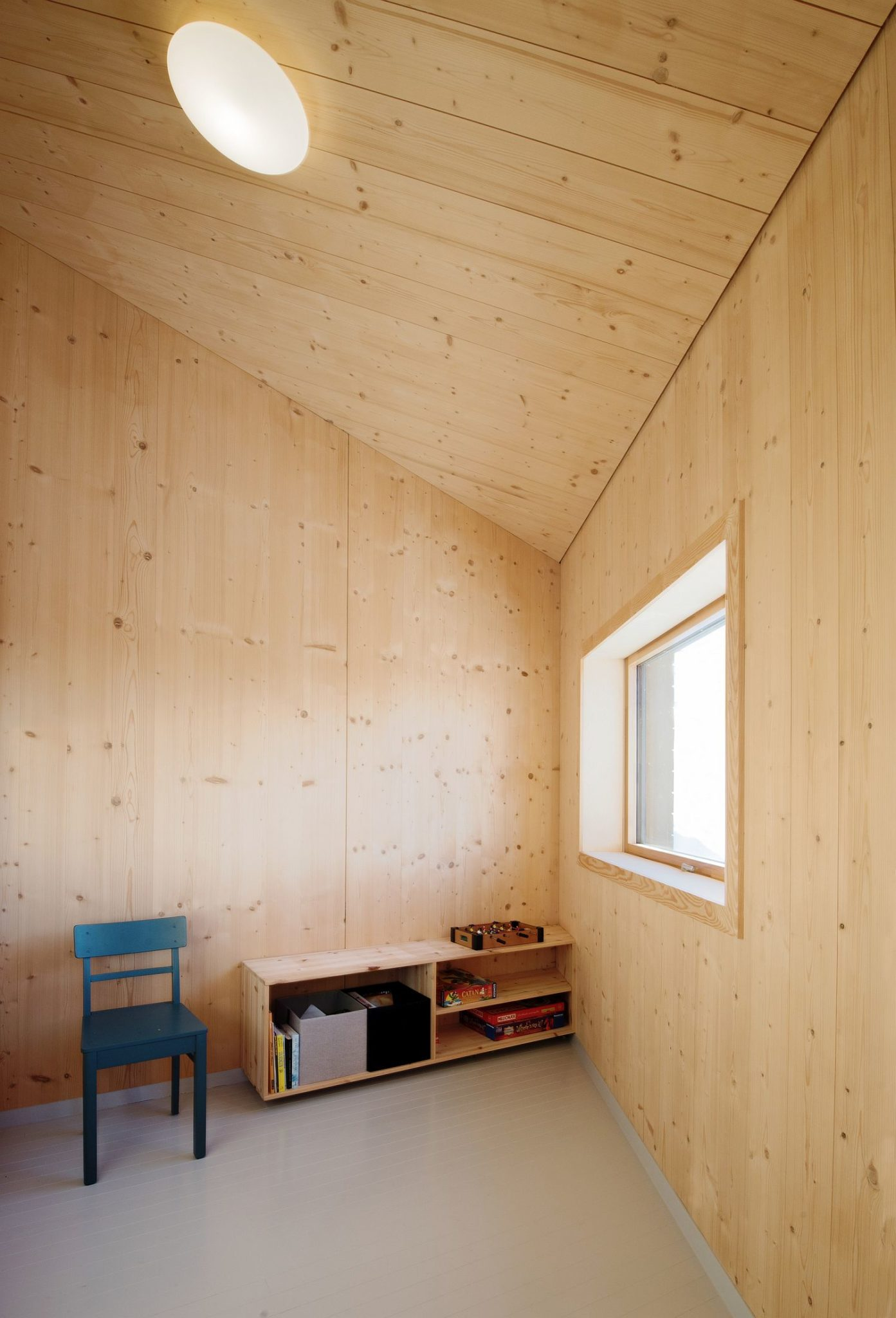 Simplicity and minimalism make a statement inside the cabin