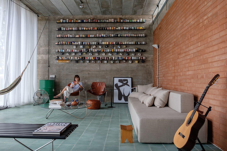 Living room for those who love their coffee mugs
