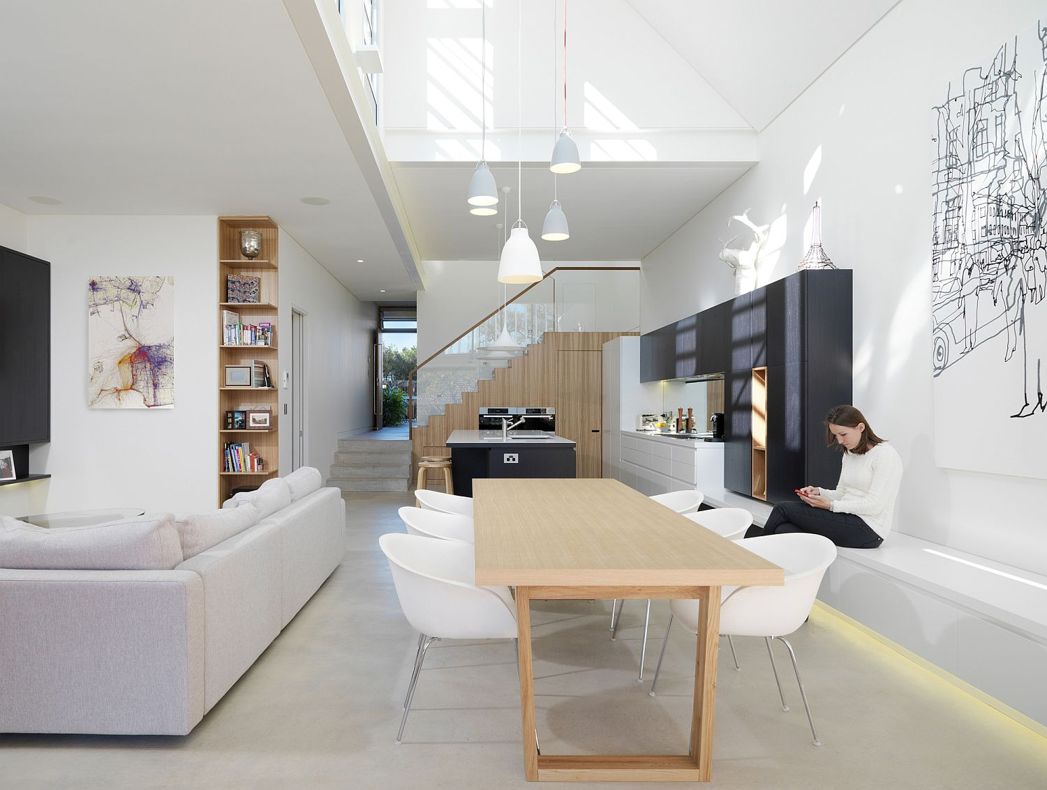 Fabulous and light-filled living area with kitchen and dining space