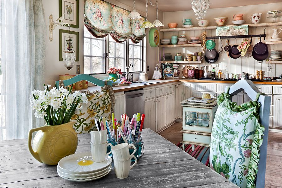 Brilliant shabby chic kitchen reflects the personality of the owner beautifully