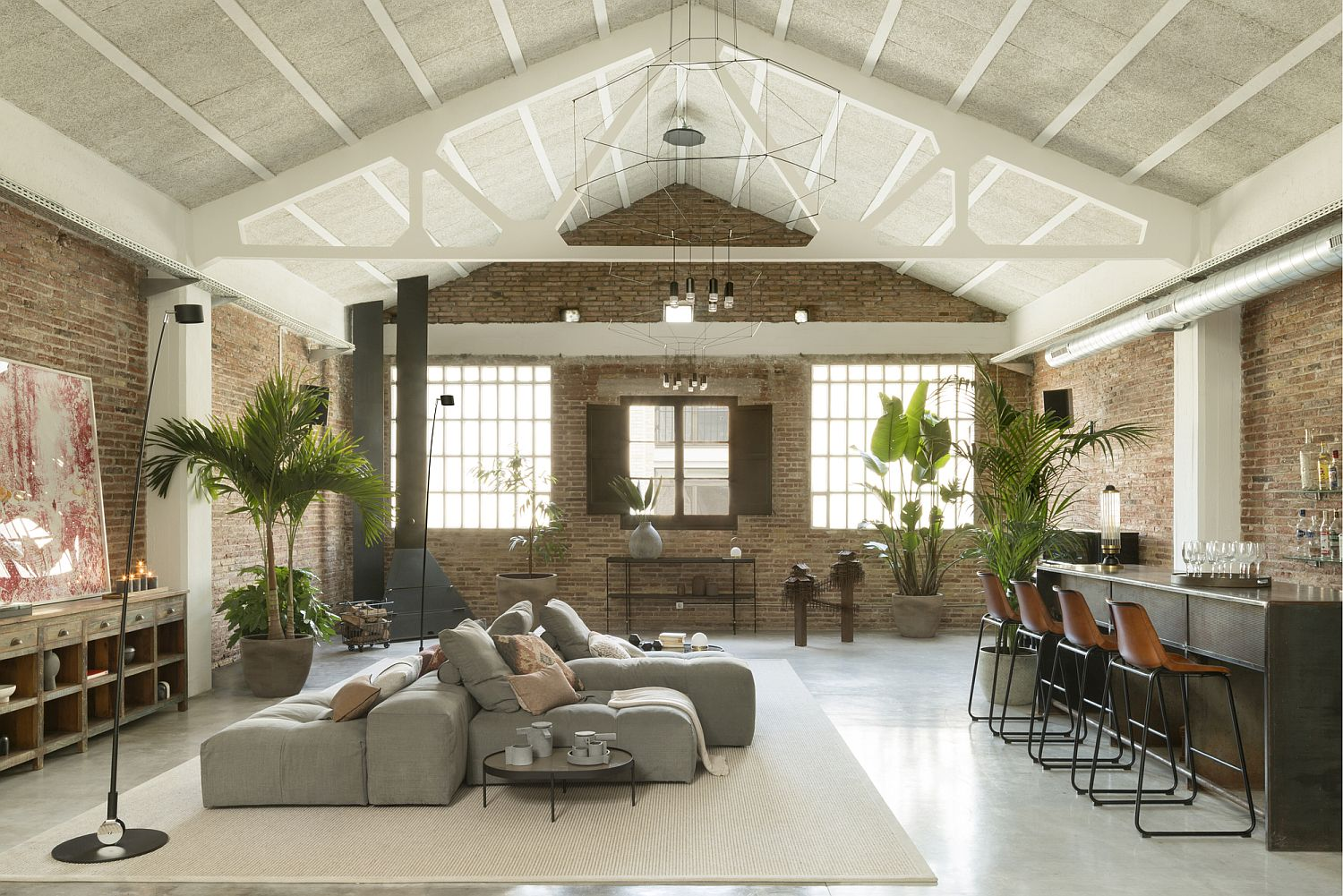 Modern industrial loft in Barcelona with brick walls and vaulted ceiling