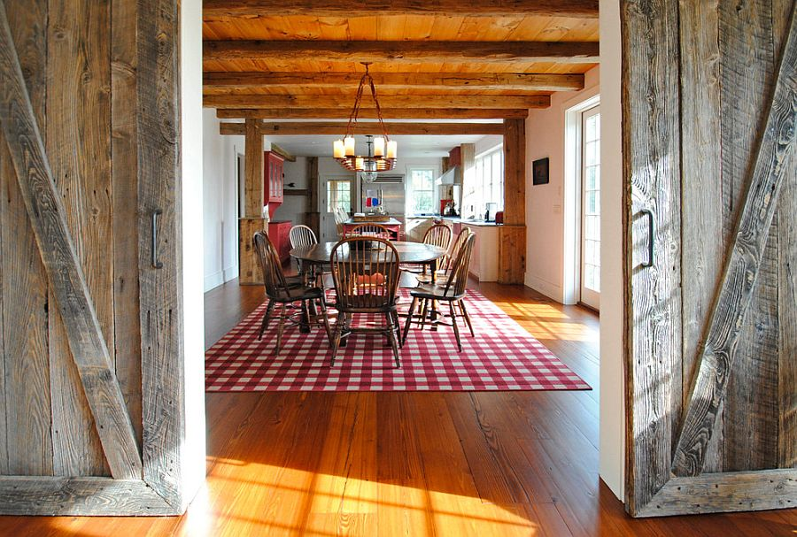 Beautiful rug with a chequered pattern is perfect for the farmhouse style dining room