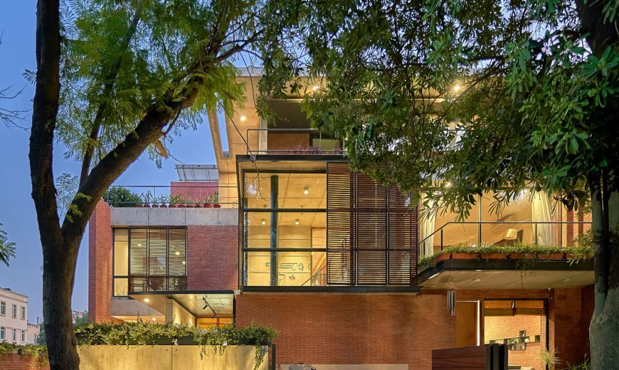 Living and Working in Style: Awesome Studio Space in Brick and Glass Multitasks!