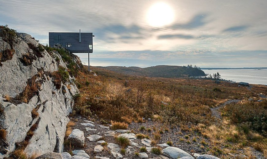 Overlooking Rugged Atlantic Coastline: Stunning Cliff House Offers Breathtaking Views