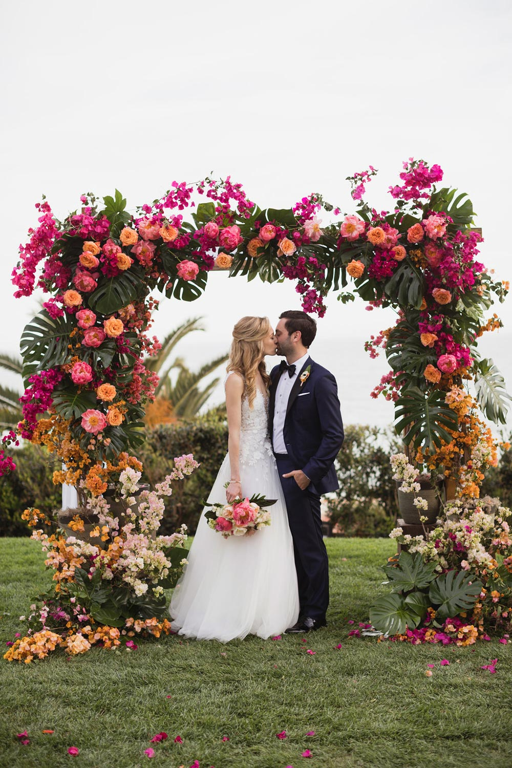 Tropical ombre arch with warm tones